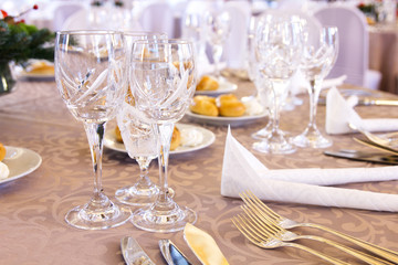 Luxury banquet table setting with crystal glasses.