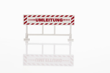 Warnzeichen auf weißem Hintergrund