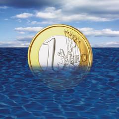 Eine Euromünze Ertrinkt im Meer, close-up