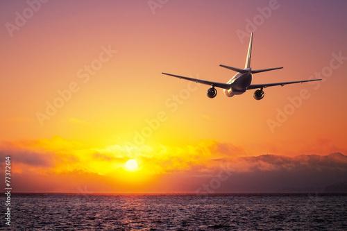 airplane - 77372614