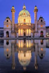 Karlkirche  Wien beleuchtet