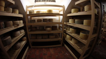 HD1080p: Storage for drying cheese