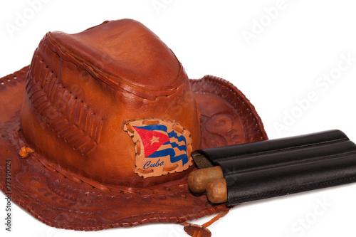 Fotobehang Caraïben Kubanische Zigarren mit Hut und der Nationalflagge