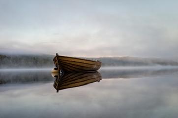 Norway, Oppland, Jevnaker, Bygata, Mylla, Boat in early morning in lake