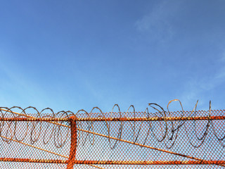 USA, California, San Francisco, Razor wire on Golden Gate bridge