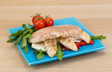 Pita with ruccola and chicken