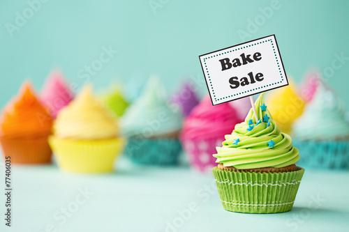 Leinwandbild Motiv Bake sale cupcake