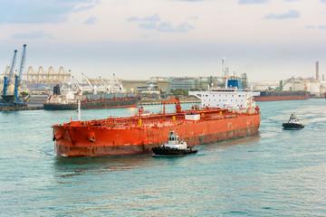 Escorting tanker by tugs