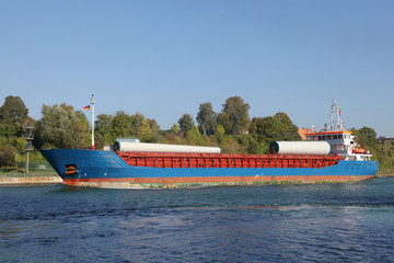 beladenes Frachtschiff