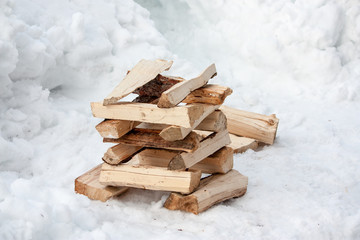 Holzstapel, bereit fürs Feuer