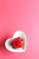ハートの器にはいった薔薇のプリザーブドフラワー