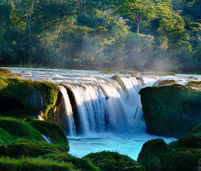 Mexico, Chiapas, Montes Azules Biosphere Reserve, Lacandon Jungle, Santo Domingo River, Las Nubes, Waterfall with mossy rocks in foreground