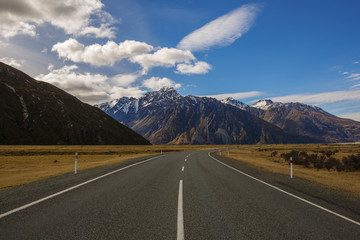 New Zealand, Canterbury, Landscape with mountain range and empty road