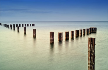 USA, Illinois, Cook County, Chicago, Metal rods in Lake Michigan