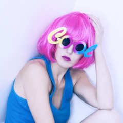 Woman in pink wig and sunglasses