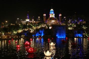 India, Maharashtra, Mumbai, Illuminated building at waterfront
