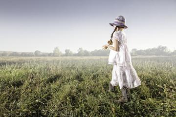 USA, Colorado, Mesa, Palisade, Girl (8-9) in field