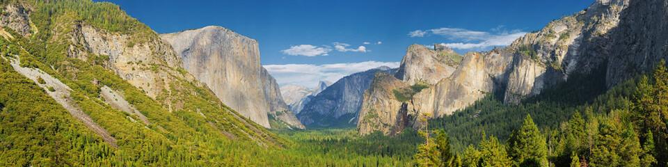 USA, California, Tunnel view half dome of Yosemite