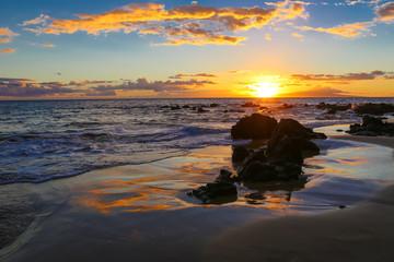 USA, Hawaii, Maui, Wailea Ekolu Village, Keawakapu, Sunset at Beach