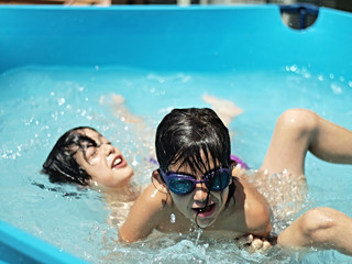 France, Boys (8-9, 12-13) playing in pool