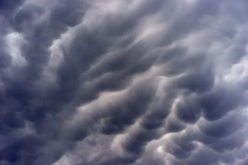 USA, Illinois, DuPage County, Wheaton, Dramatic sky in summer