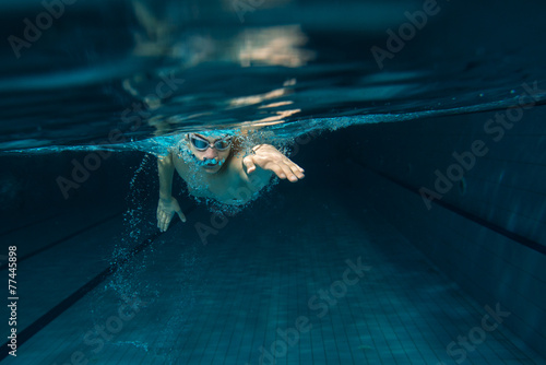 Male swimmer at the swimming pool.Underwater photo. - 77445898