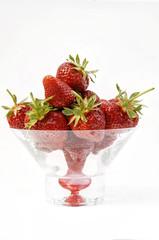 frische Erdbeeren in Glasschale