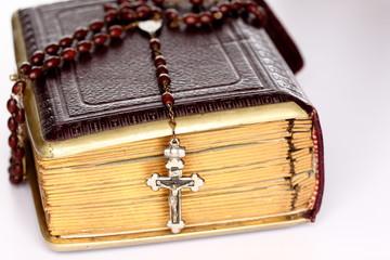 Kreuz und Buch