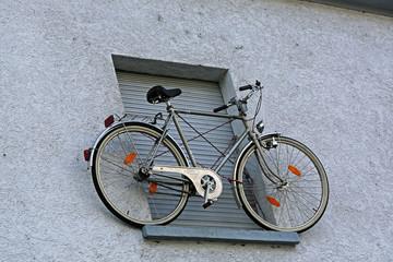 Hochgelegener Fahrrad-Parkplatz