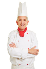 Lächelnder Koch mit verschränkten Armen