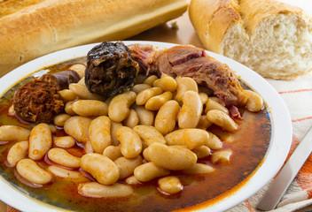 Tradicional fabada asturiana