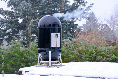 Leinwandbild Motiv smoker grill im Winter