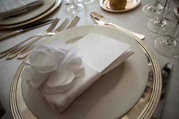 Particolare di tavola addobbata per pranzo di nozze