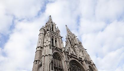 cathédrale et ciel bleu