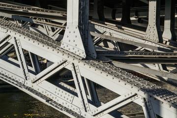 Travi in acciaio di un ponte