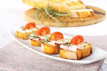 Bruschetta with tomato, ham and cheese