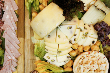 Antipasto di formaggi e salumi