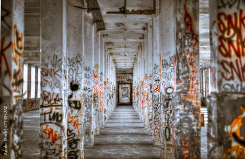grafitty walkway - 77495260