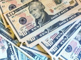 американские доллары на детекторе валют