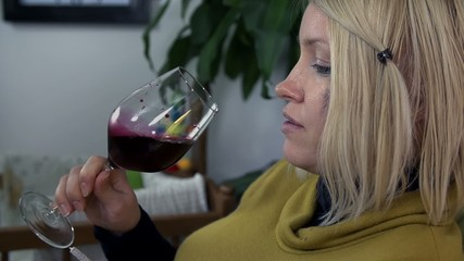 Future mom drinks alcohol