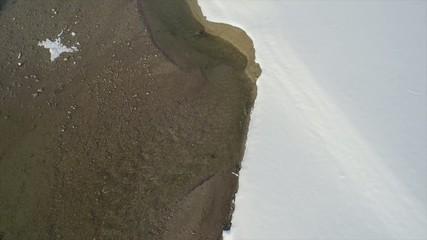 Luftaufnahme Fluß in Winterlandschaft