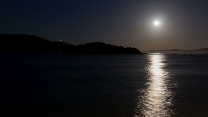 moon rising over the sea time lapse