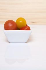 Plato con tomates.