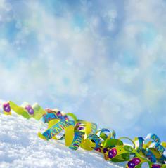 Winterliche Faschingsdeko im Schnee