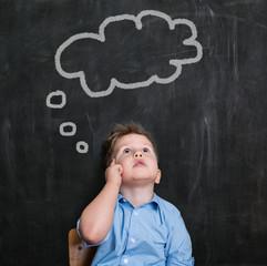 Kind mit Gedanken