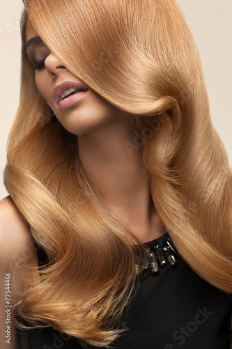 Blond hair. Portrait of beautiful Blonde with Long Wavy Hair. Hi - 77544466