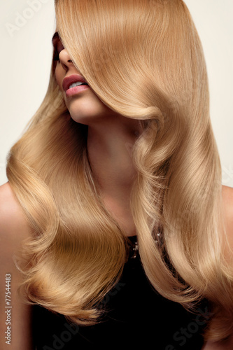 Blond hair. Portrait of beautiful Blonde with Long Wavy Hair. Hi - 77544483