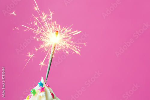 Papiers peints Biscuit Sparkler on a cupcake
