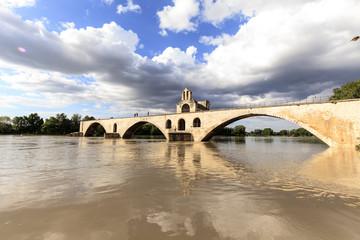Avignon - historische Brücke über die Rhône