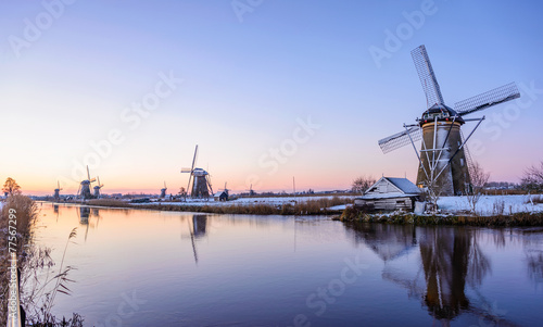 Fotobehang Vuurtoren / Mill A winter morning in the Netherlands
